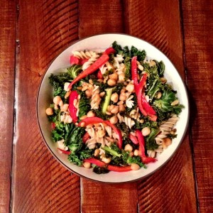 #MeatlessMonday Kale & Red Pepper Warm Pasta Salad #PoweredbyPlants