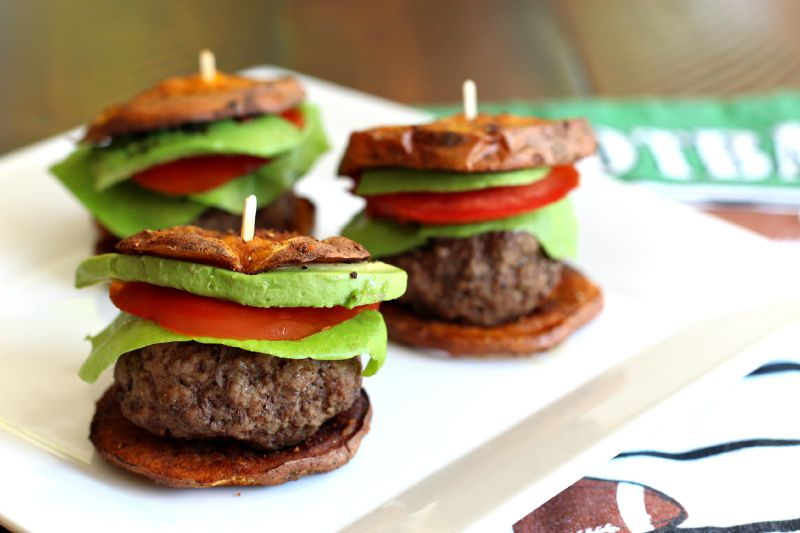 Paleo Sweet Potato Sliders {Gluten Free, Dinner, Football Snacks, Football Food, Tailgating Party, Sweet Potato Buns, Foodie Friday}