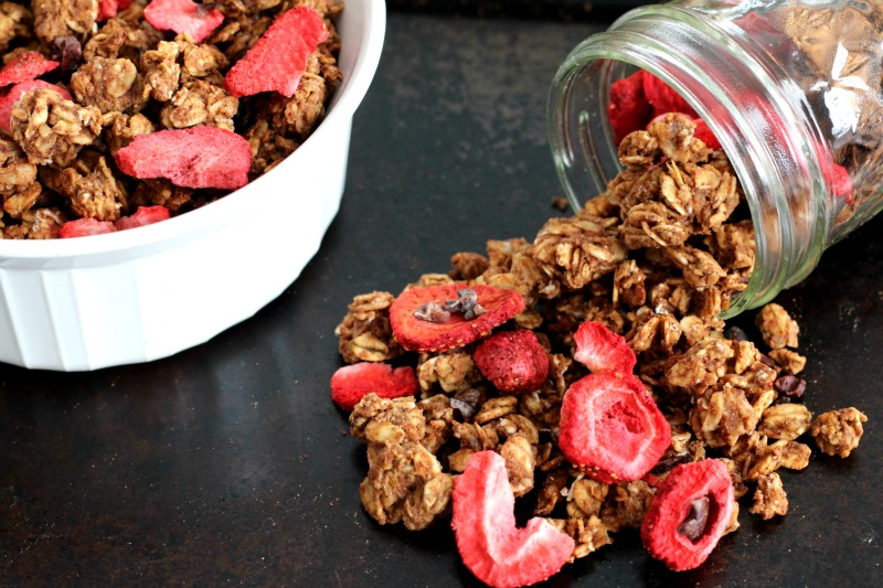 Healthy Chocolate Strawberry Granola that's gluten free, oil free, vegan and quick & easy to make! Perfect for breakfast or even a light Valentine's Day dessert!