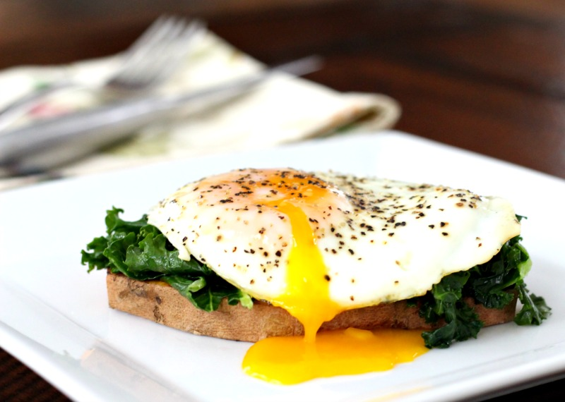 These simple to make Paleo & Sweet Potato & Egg Breakfast Sliders are perfect for Meatless Monday! TheFitFoodieMama.com