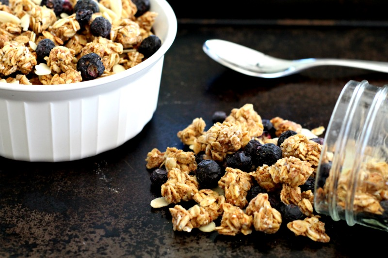 Blueberry Vanilla Gluten Free Granola {oil free, low sugar, vegan} Perfect for breakfast, healthy snack or to fuel or refuel a run! TheFitFoodieMama.com