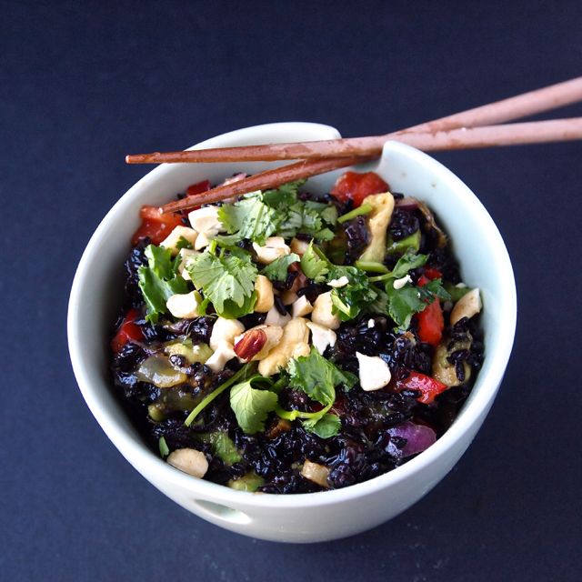 Black Rice Mango Salad via @Healthy_Helper