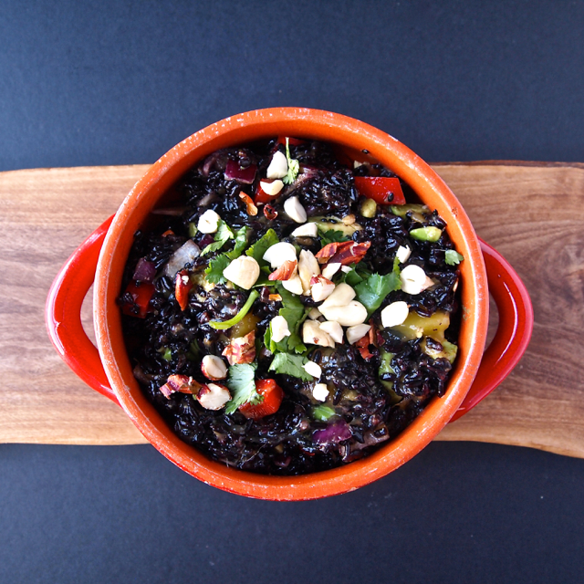 Black Rice Mango Salad via @HealthyHelper